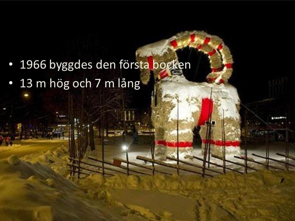 Varje år till 1:a advent byggs bocken upp på Slottstorget i Gävle Det är världens största halmbock