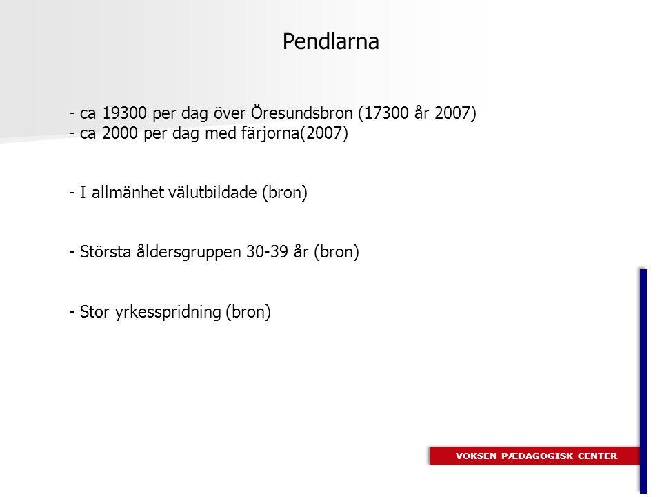 - ca 19300 per dag över Öresundsbron (17300 år 2007) - ca 2000 per dag med färjorna(2007) - I allmänhet välutbildade (bron) - Största åldersgruppen 30-39 år (bron) - Stor yrkesspridning (bron) VOKSEN PÆDAGOGISK CENTER Pendlarna
