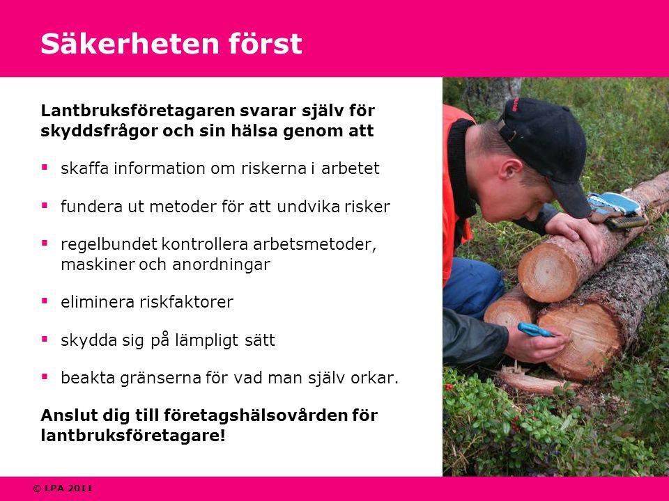 © LPA 2011 Säkerheten först Lantbruksföretagaren svarar själv för skyddsfrågor och sin hälsa genom att  skaffa information om riskerna i arbetet  fu
