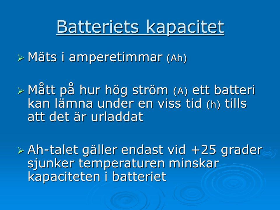 Batteriets kapacitet  Mäts i amperetimmar (Ah)  Mått på hur hög ström (A) ett batteri kan lämna under en viss tid (h) tills att det är urladdat  Ah