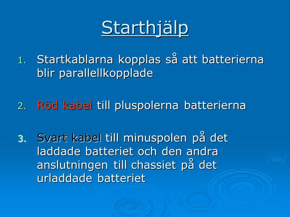 Starthjälp 1. Startkablarna kopplas så att batterierna blir parallellkopplade 2. Röd kabel till pluspolerna batterierna 3. Svart kabel till minuspolen