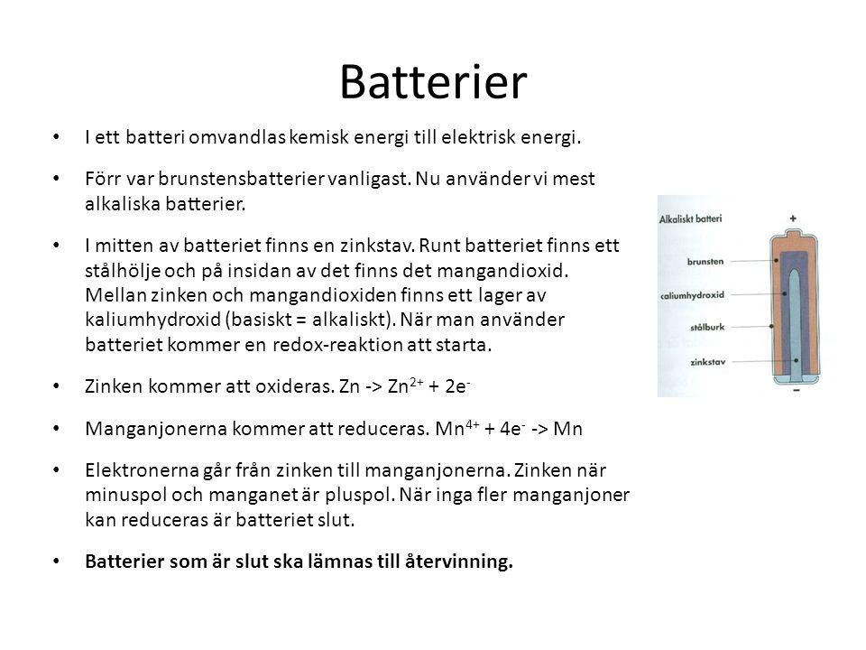 Batterier I ett batteri omvandlas kemisk energi till elektrisk energi. Förr var brunstensbatterier vanligast. Nu använder vi mest alkaliska batterier.