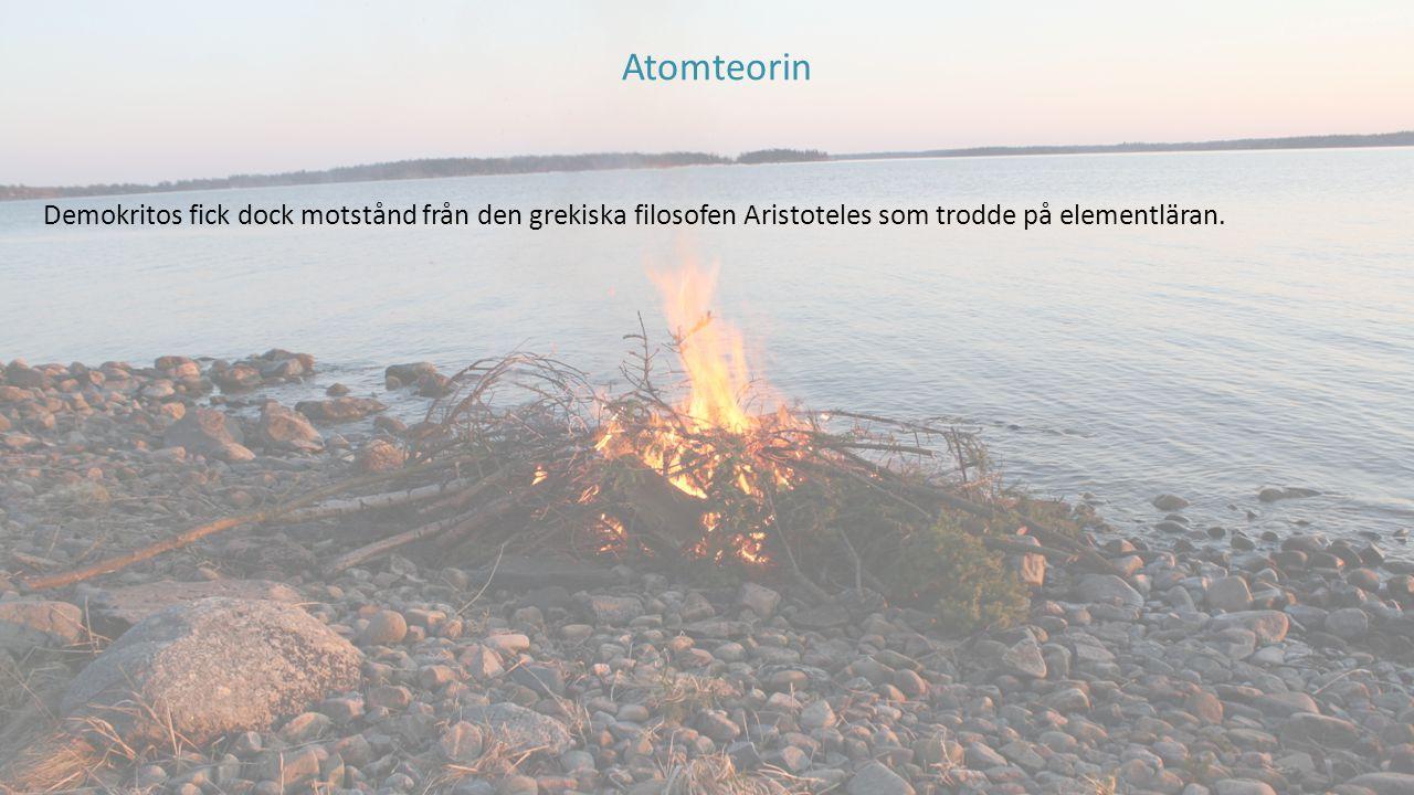 Demokritos fick dock motstånd från den grekiska filosofen Aristoteles som trodde på elementläran. Atomteorin