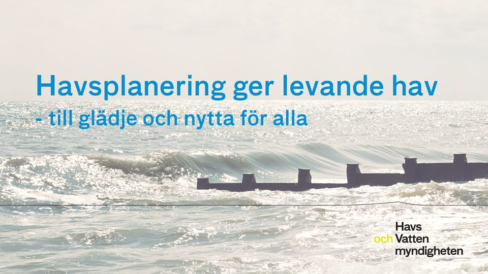 För att ändra/uppdatera/ta bort Presentationsnamn och Namn i foten, gå in på Infoga - Sidhuvud/sidfot Sambandet med kommunernas planering 2014-12-1112 Kommunernas översiktsplanering omfattar hela territoriet och överlappar med havsplanen.