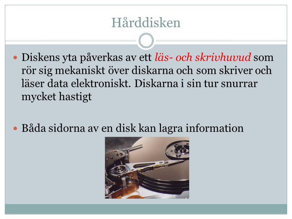 Hårddisken Diskens yta påverkas av ett läs- och skrivhuvud som rör sig mekaniskt över diskarna och som skriver och läser data elektroniskt. Diskarna i