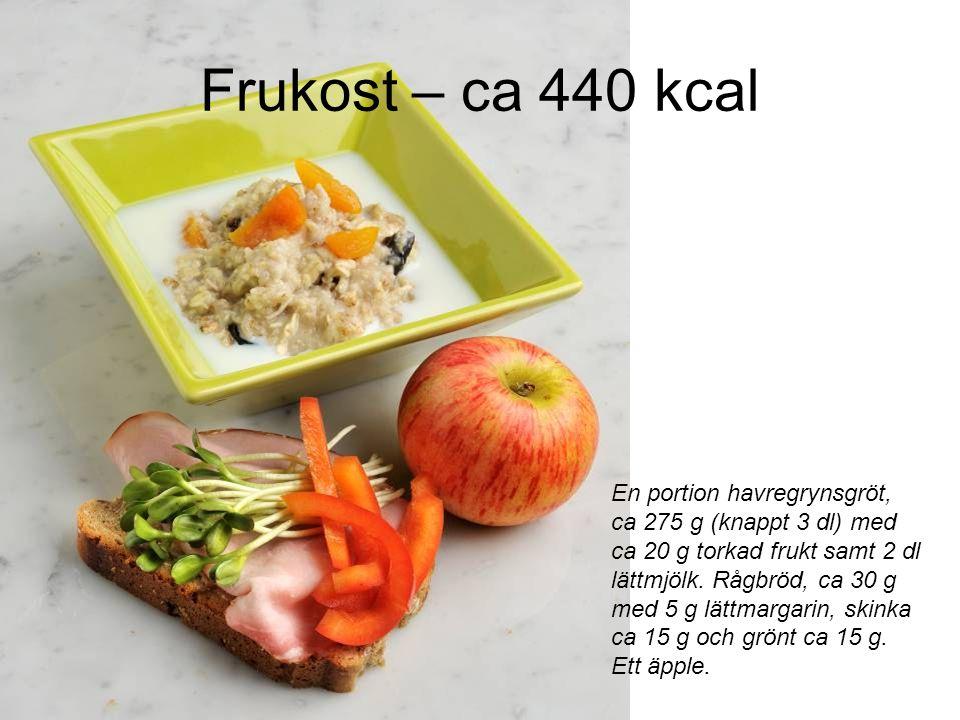 Frukost – ca 440 kcal En portion havregrynsgröt, ca 275 g (knappt 3 dl) med ca 20 g torkad frukt samt 2 dl lättmjölk.