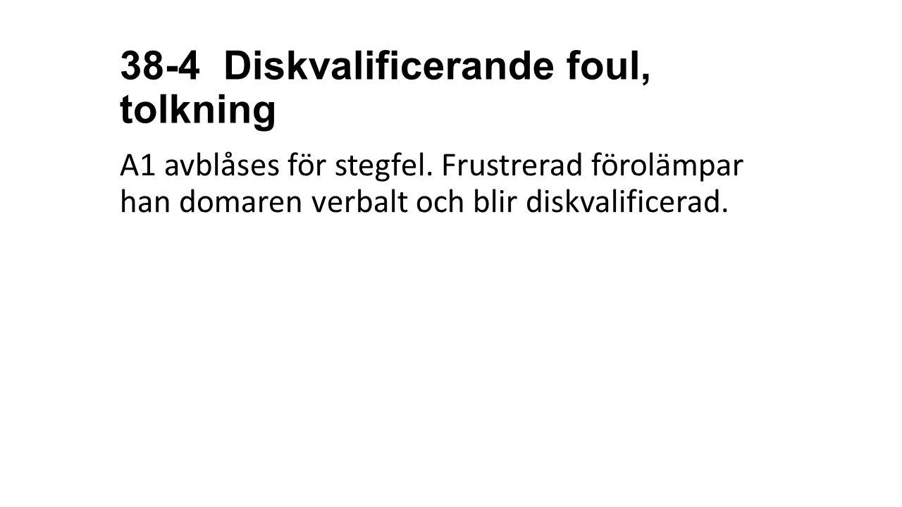 38-4 Diskvalificerande foul, tolkning A1 avblåses för stegfel. Frustrerad förolämpar han domaren verbalt och blir diskvalificerad.