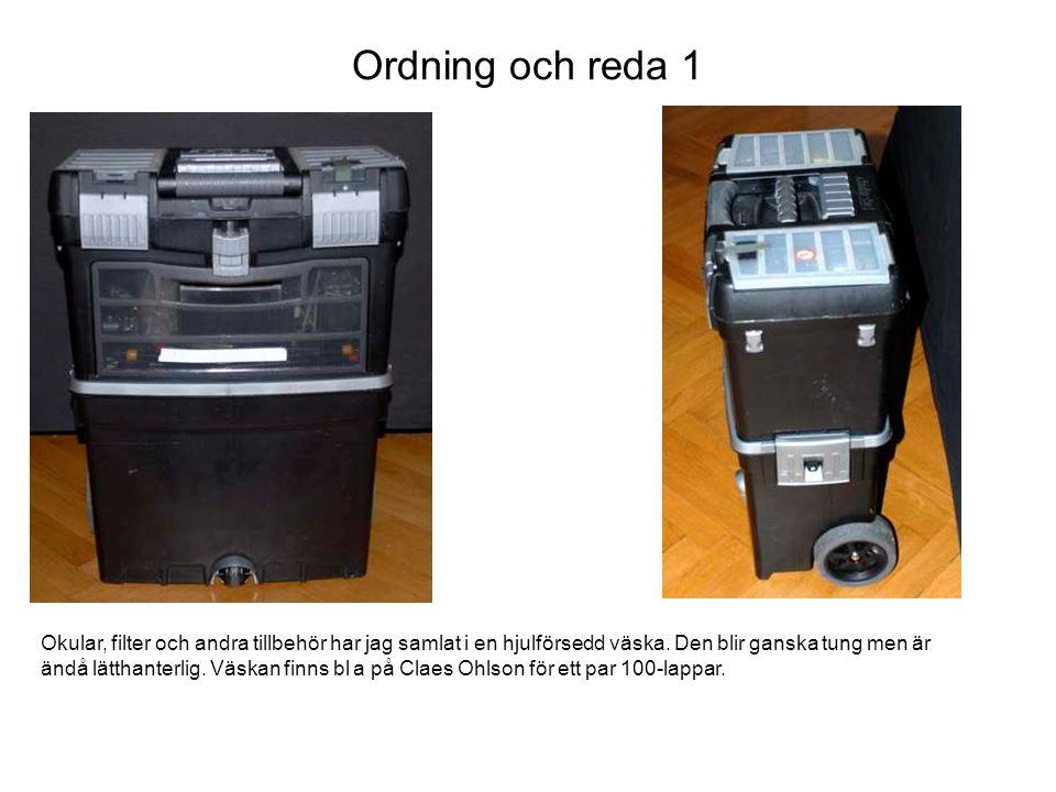 Ordning och reda 2 De övre ytterfacken innehåller ficklampor (måste gå att komma åt lätt), batterier till dessa och pennor.