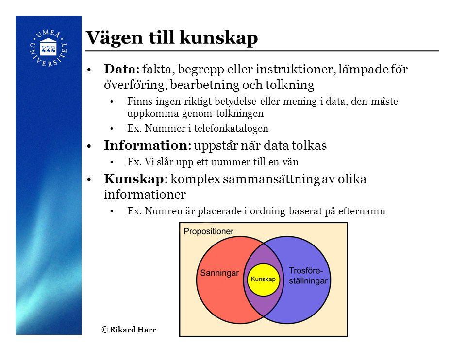 © Rikard Harr4 Vägen till kunskap Data: fakta, begrepp eller instruktioner, la ̈ mpade fo ̈ r o ̈ verfo ̈ ring, bearbetning och tolkning Finns ingen r