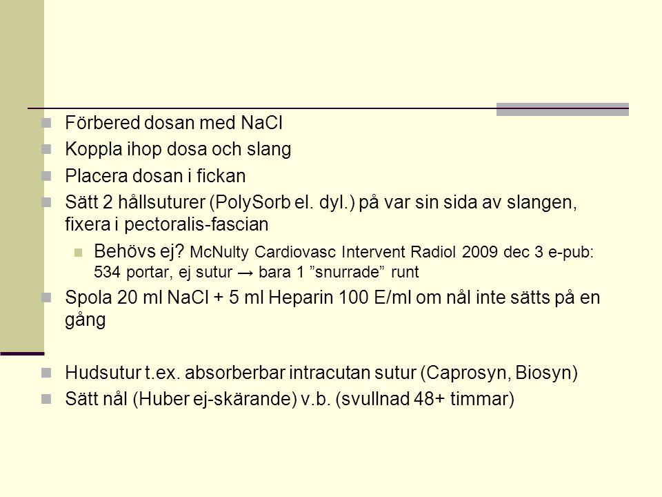 Förbered dosan med NaCl Koppla ihop dosa och slang Placera dosan i fickan Sätt 2 hållsuturer (PolySorb el. dyl.) på var sin sida av slangen, fixera i