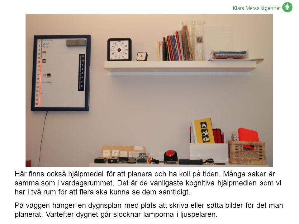 Klara Meras lägenhet Här finns också hjälpmedel för att planera och ha koll på tiden. Många saker är samma som i vardagsrummet. Det är de vanligaste k