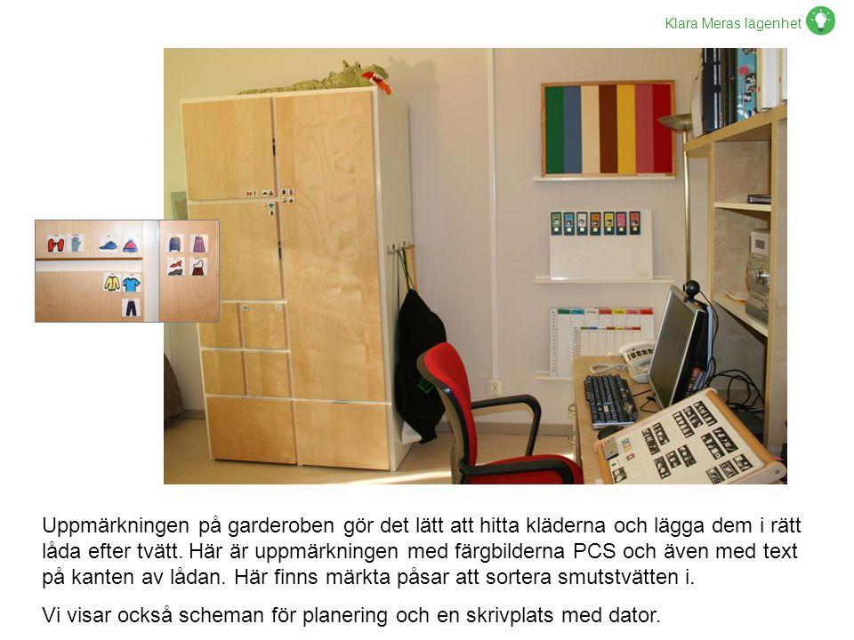 Klara Meras lägenhet Uppmärkningen på garderoben gör det lätt att hitta kläderna och lägga dem i rätt låda efter tvätt. Här är uppmärkningen med färgb