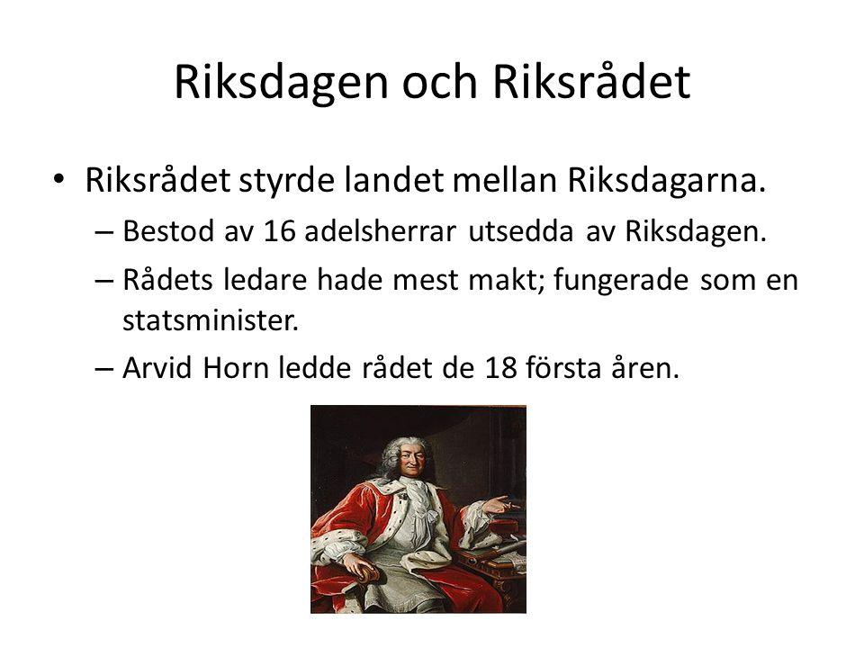 Riksdagen och Riksrådet Riksrådet styrde landet mellan Riksdagarna. – Bestod av 16 adelsherrar utsedda av Riksdagen. – Rådets ledare hade mest makt; f