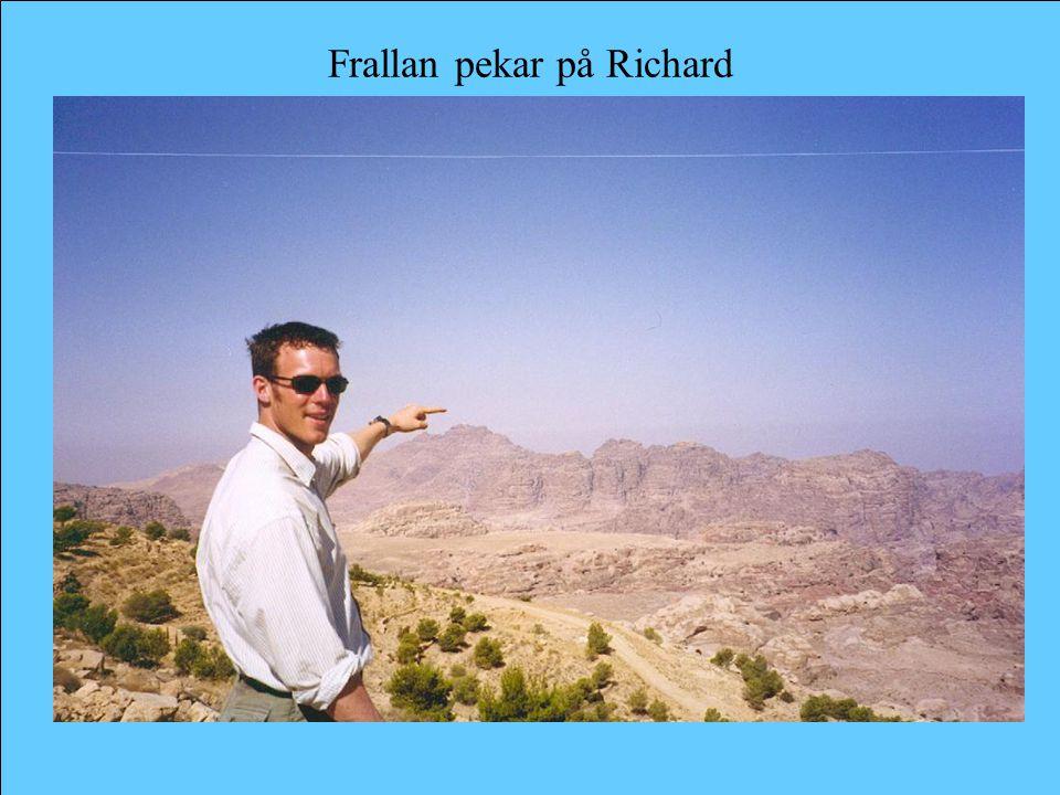Frallan pekar på Richard