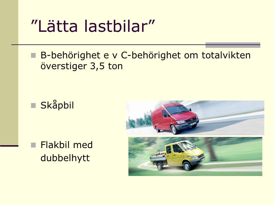Lätta lastbilar B-behörighet e v C-behörighet om totalvikten överstiger 3,5 ton Skåpbil Flakbil med dubbelhytt