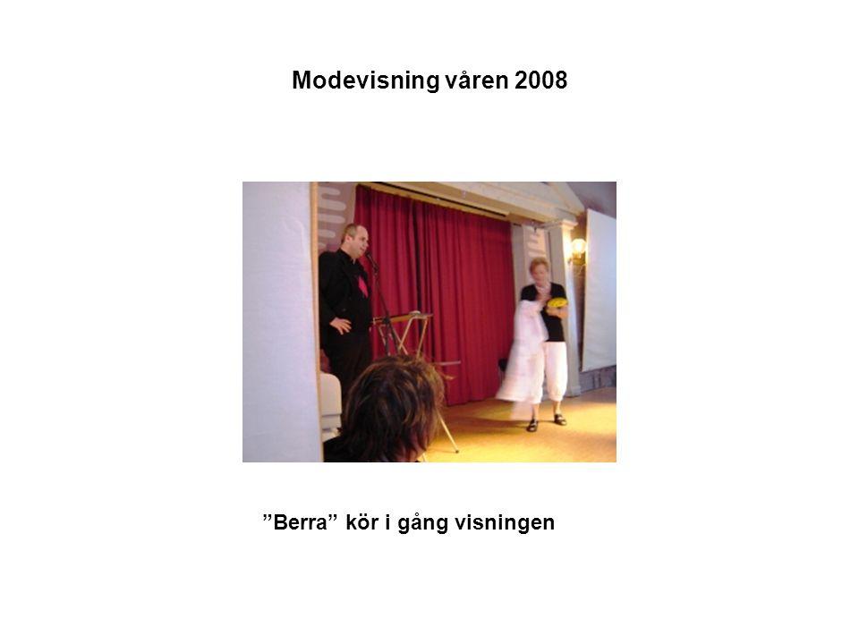 Modevisning våren 2008 Berra kör i gång visningen