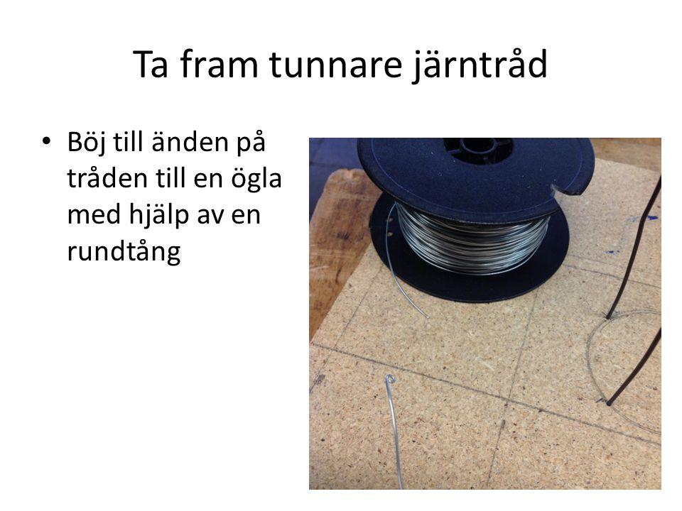 Ta fram tunnare järntråd Böj till änden på tråden till en ögla med hjälp av en rundtång