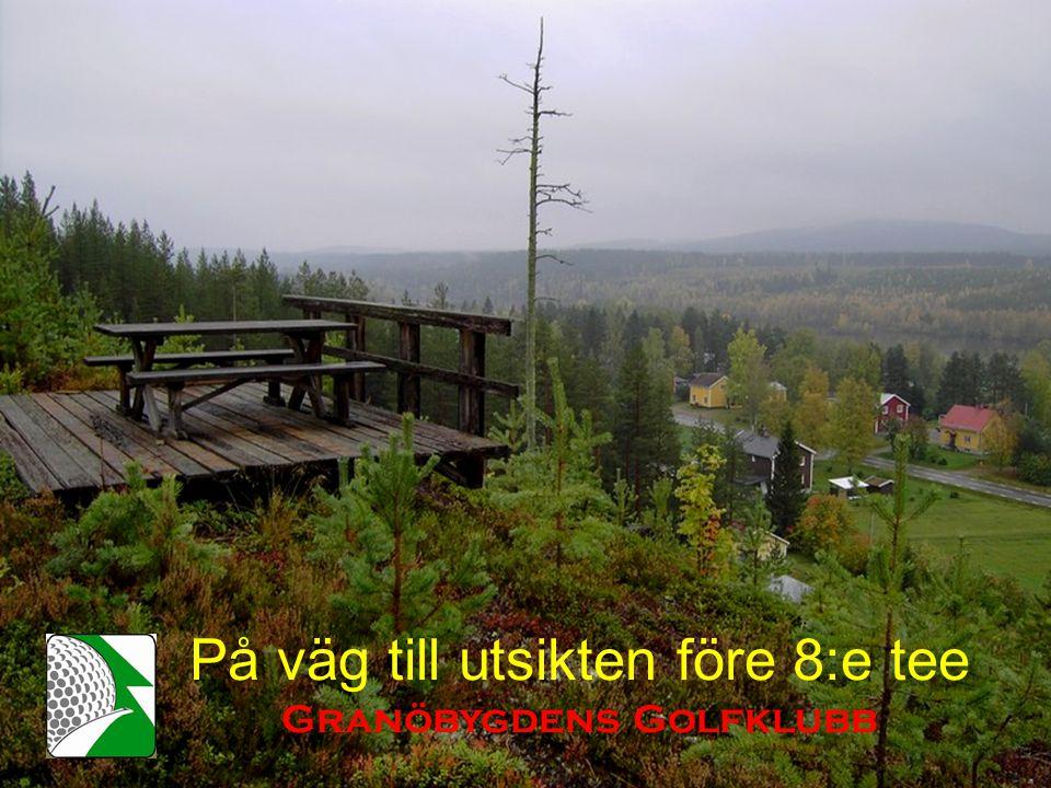 På väg till utsikten före 8:e tee Granöbygdens Golfklubb