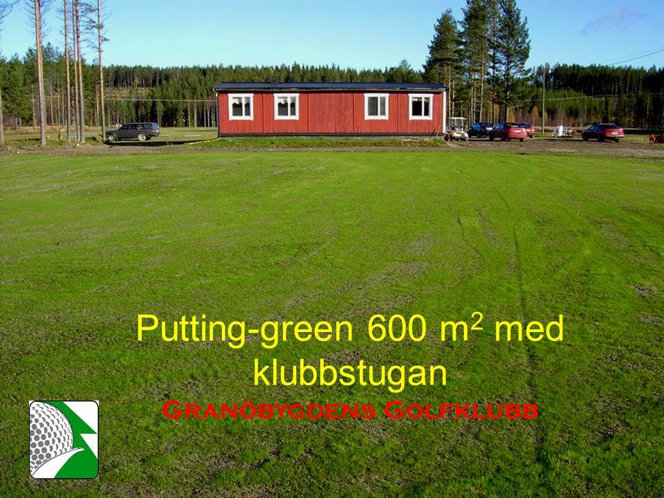Putting-green 600 m 2 med klubbstugan Granöbygdens Golfklubb