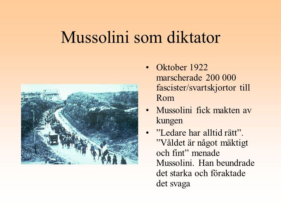 """Mussolini som diktator Oktober 1922 marscherade 200 000 fascister/svartskjortor till Rom Mussolini fick makten av kungen """"Ledare har alltid rätt"""". """"Vå"""