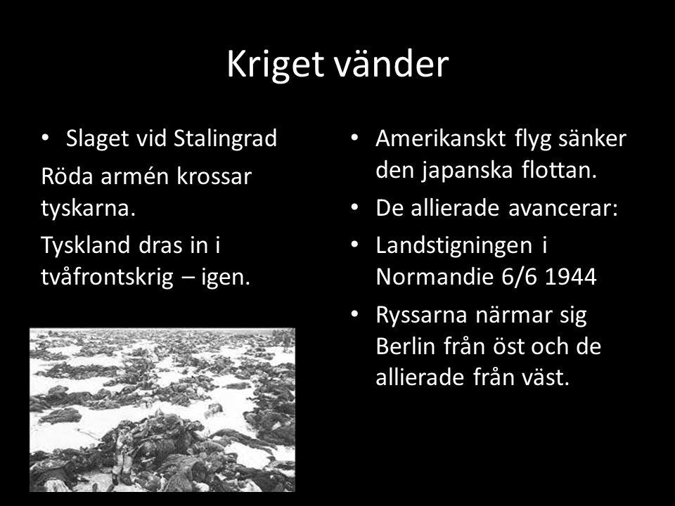 Kriget vänder Slaget vid Stalingrad Röda armén krossar tyskarna. Tyskland dras in i tvåfrontskrig – igen. Amerikanskt flyg sänker den japanska flottan
