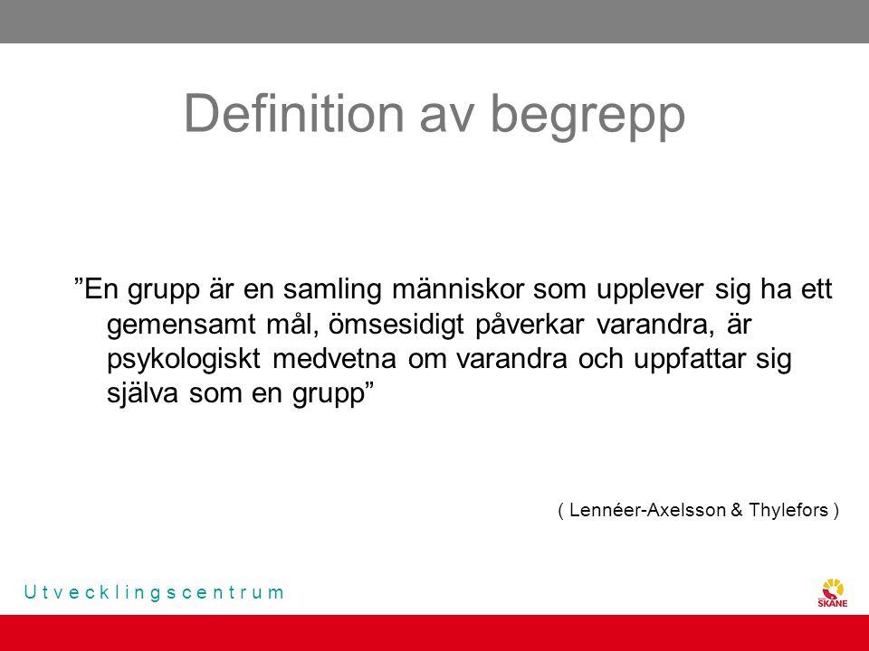 """U t v e c k l i n g s c e n t r u m Definition av begrepp """"En grupp är en samling människor som upplever sig ha ett gemensamt mål, ömsesidigt påverkar"""