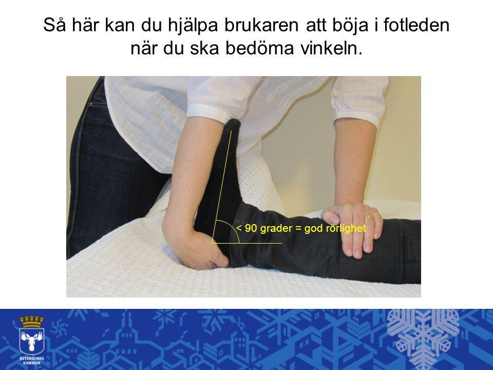 Så här kan du hjälpa brukaren att böja i fotleden när du ska bedöma vinkeln. < 90 grader = god rörlighet