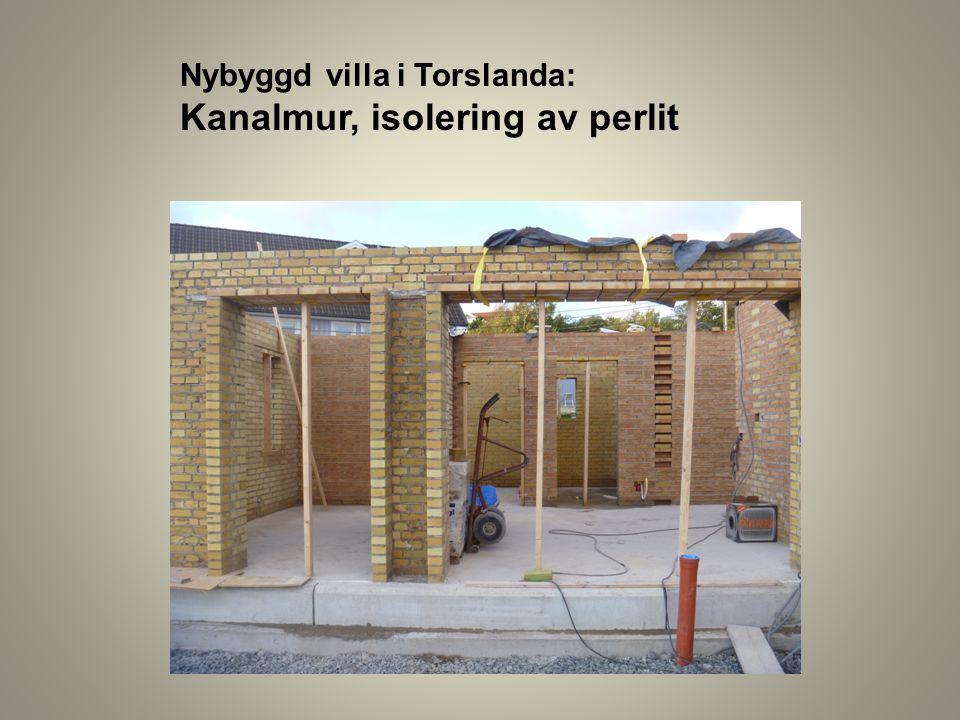 Nybyggd villa i Torslanda: Kanalmur, isolering av perlit