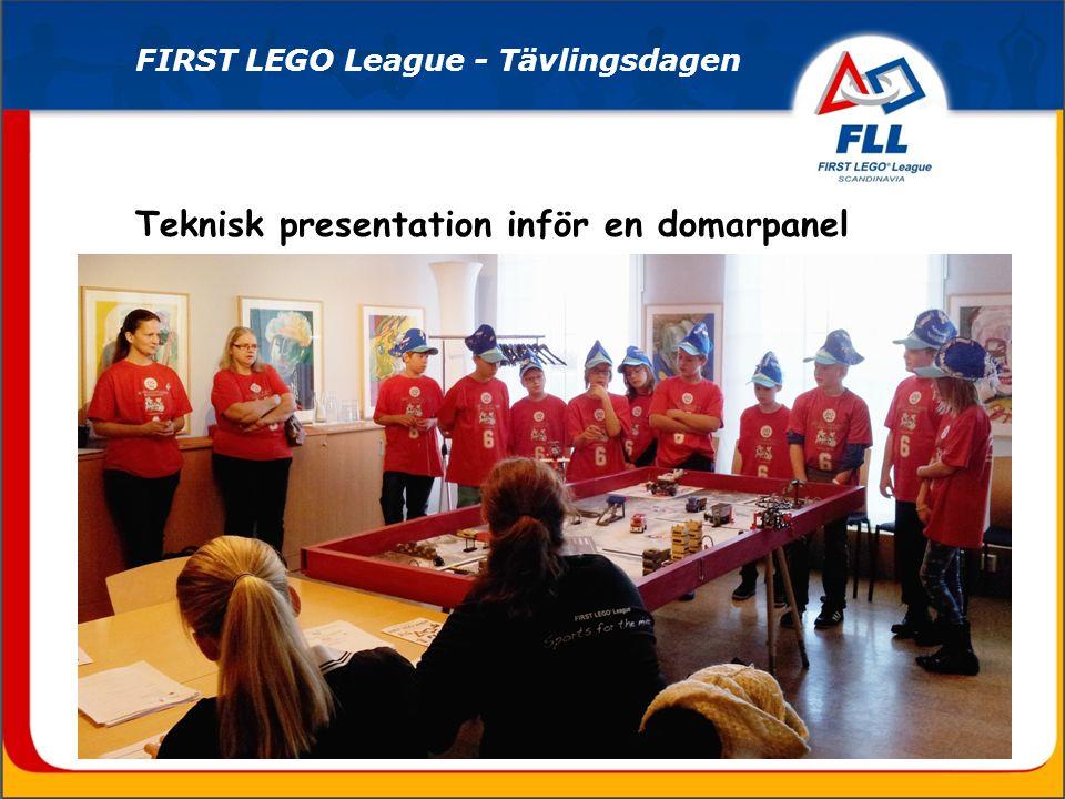 Marknadsföringspresentation i den egna montern inför en domarpanel FIRST LEGO League - Tävlingsdagen