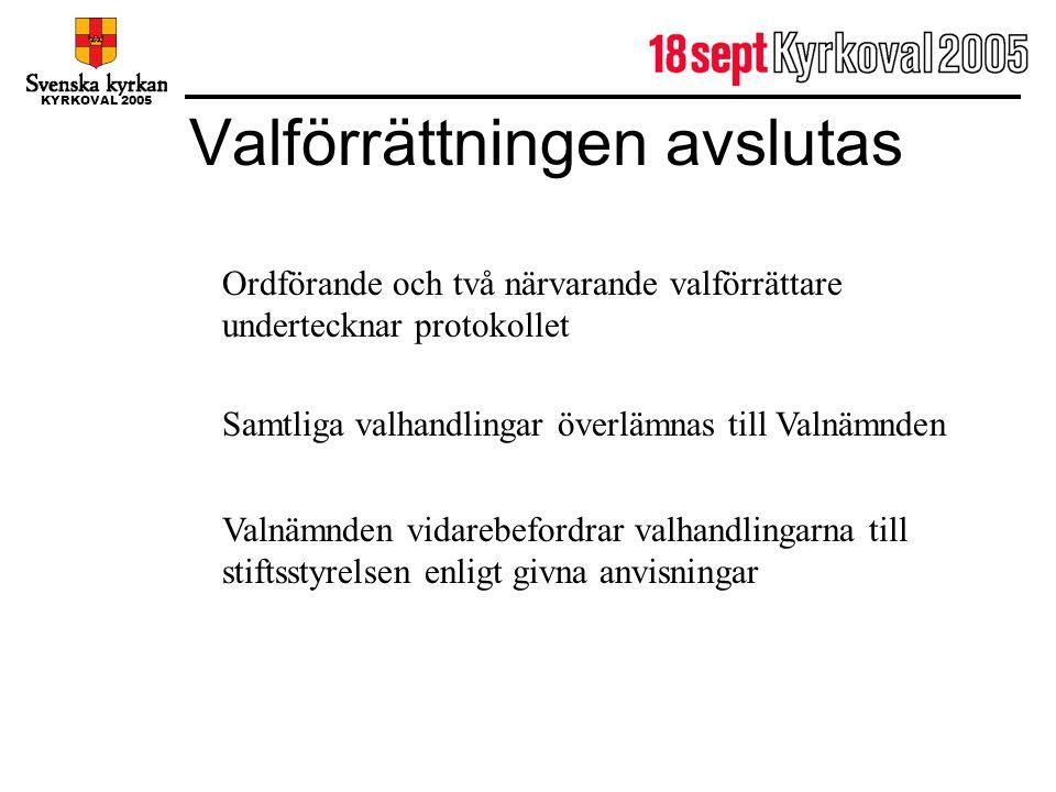 KYRKOVAL 2005 Valförrättningen avslutas Ordförande och två närvarande valförrättare undertecknar protokollet Samtliga valhandlingar överlämnas till Va