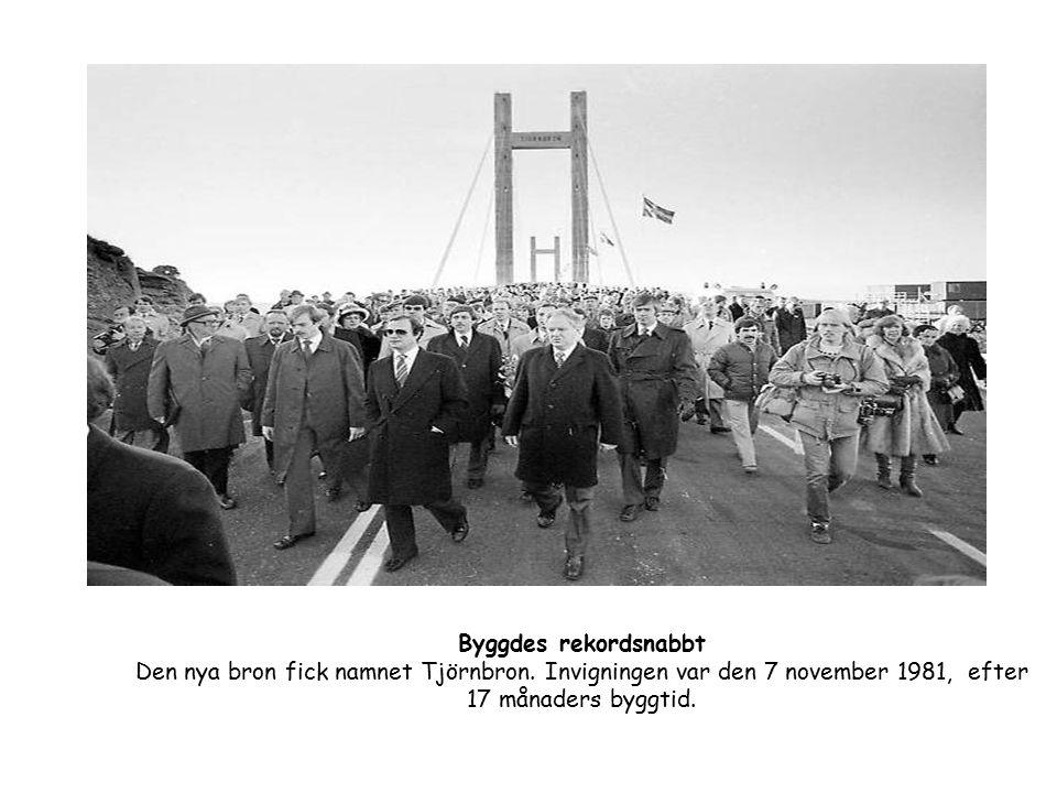 Byggdes rekordsnabbt Den nya bron fick namnet Tjörnbron. Invigningen var den 7 november 1981, efter 17 månaders byggtid.