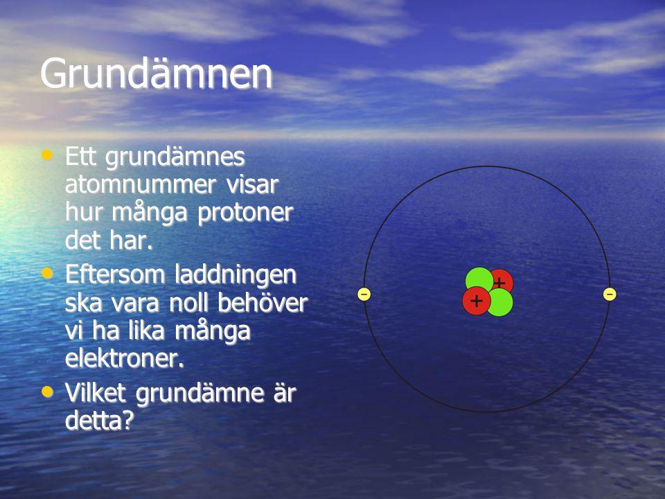 Grundämnen Ett grundämnes atomnummer visar hur många protoner det har. Ett grundämnes atomnummer visar hur många protoner det har. Eftersom laddningen