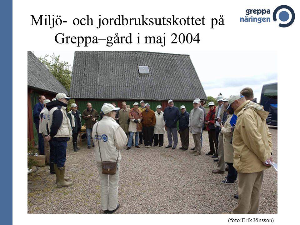 Miljö- och jordbruksutskottet på Greppa–gård i maj 2004 (foto:Erik Jönsson)