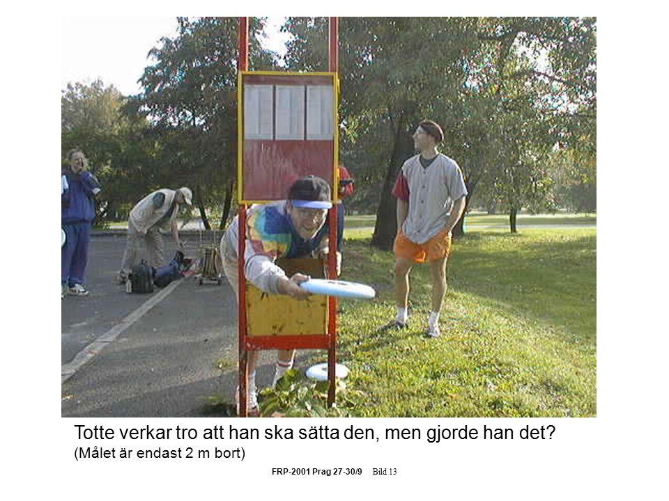 FRP-2001 Prag 27-30/9 Bild 13 Totte verkar tro att han ska sätta den, men gjorde han det.