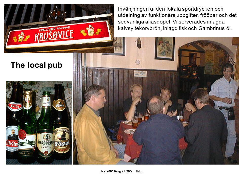 FRP-2001 Prag 27-30/9 Bild 4 The local pub Invänjningen af den lokala sportdrycken och utdelning av funktionärs uppgifter, frööpar och det sedvanliga aliasdopet.