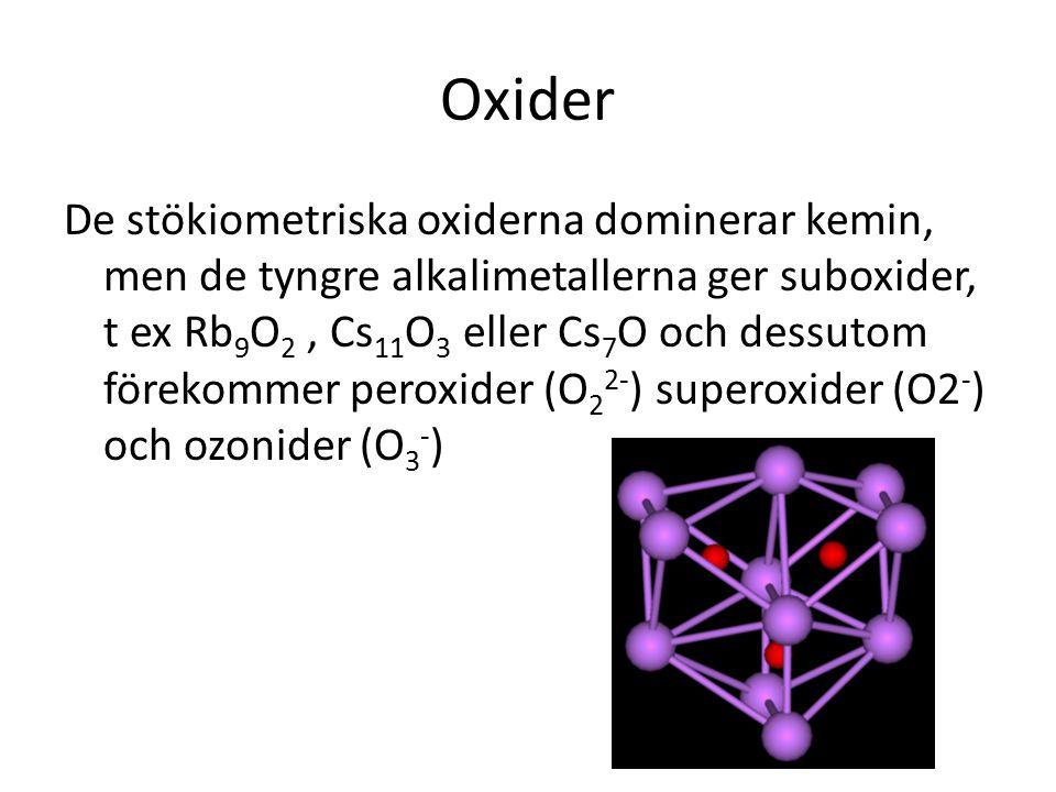 Oxider De stökiometriska oxiderna dominerar kemin, men de tyngre alkalimetallerna ger suboxider, t ex Rb 9 O 2, Cs 11 O 3 eller Cs 7 O och dessutom fö
