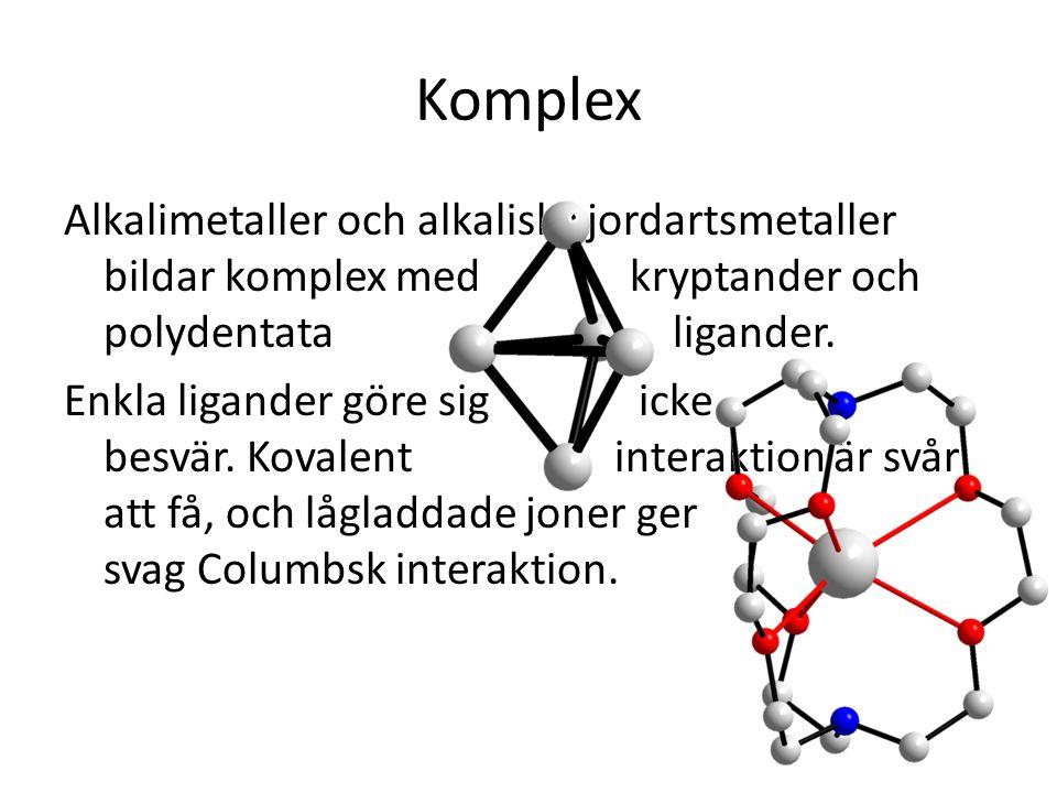 Komplex Alkalimetaller och alkaliska jordartsmetaller bildar komplex med kryptander och polydentata ligander. Enkla ligander göre sig icke besvär. Kov
