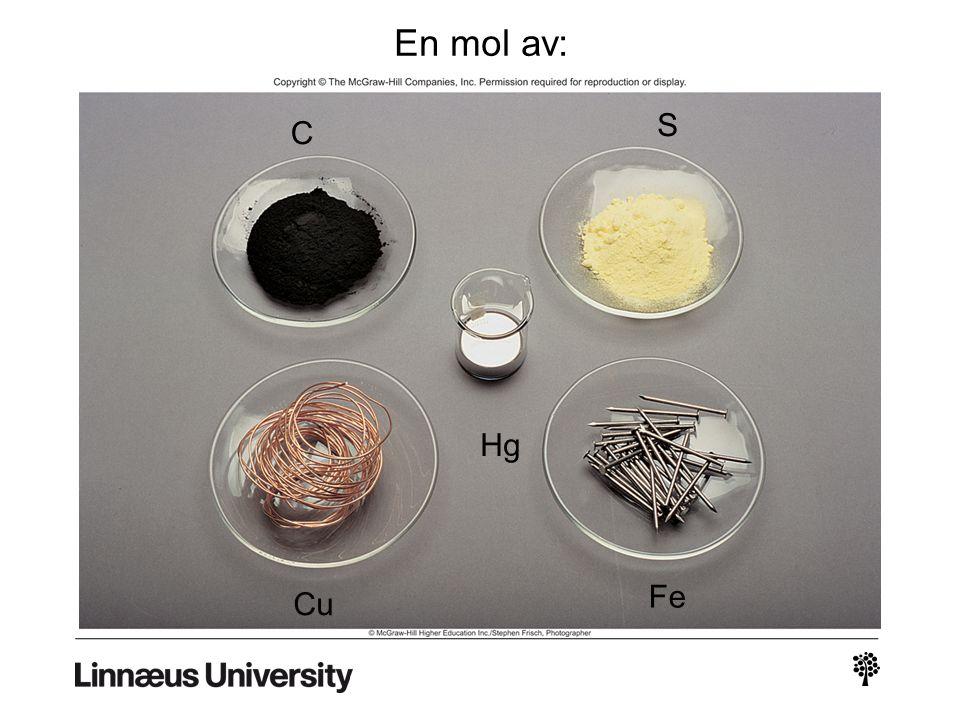 1 amu = 1.66 x 10 -24 g eller 1 g = 6.022 x 10 23 amu 1 12 C atom 12.00 amu x 12.00 g 6.022 x 10 23 12 C atomer = 1.66 x 10 -24 g 1 amu M = molmassa i g/mol N A = Avogadros tal