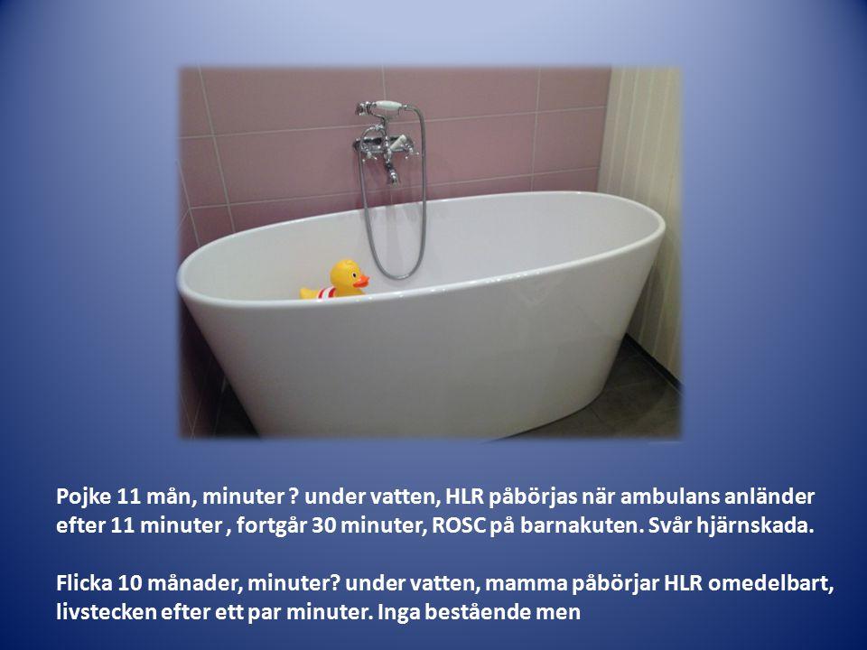Pojke 11 mån, minuter ? under vatten, HLR påbörjas när ambulans anländer efter 11 minuter, fortgår 30 minuter, ROSC på barnakuten. Svår hjärnskada. Fl