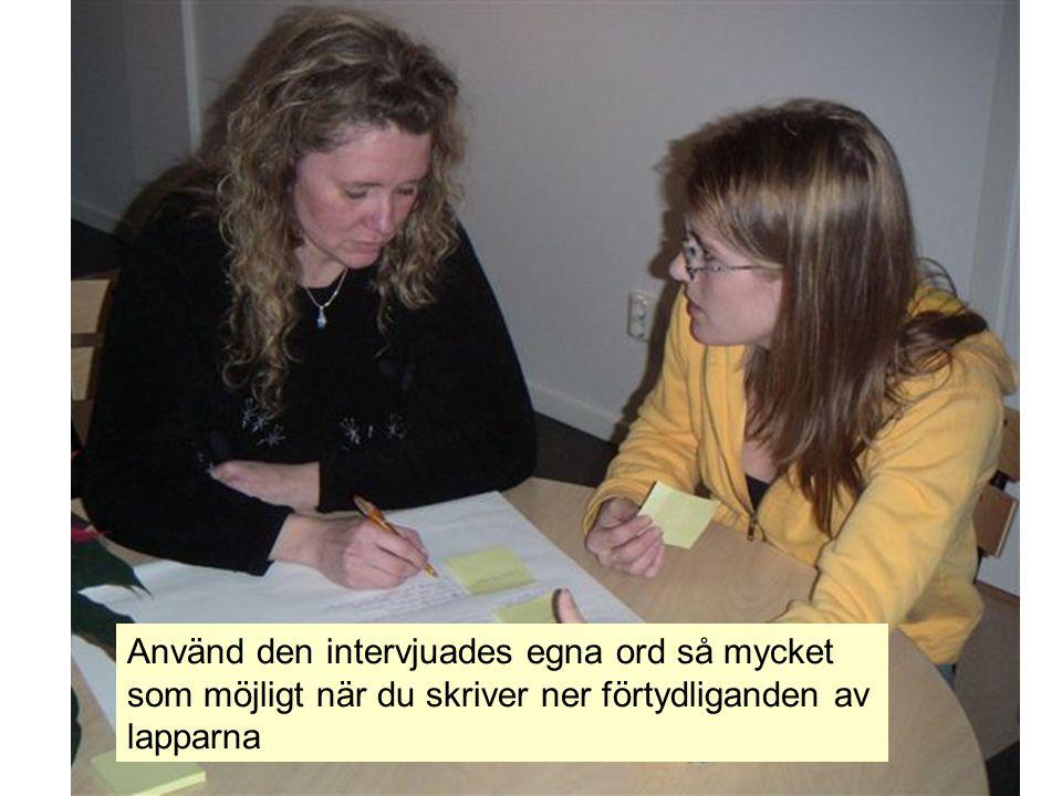 Den som intervjuas ska ha möjlighet att följa med i sina tankar för att kunna se samband och kunna gruppera