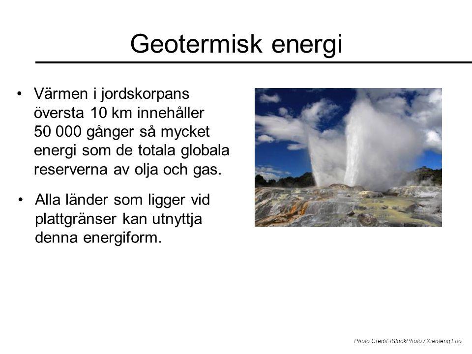 Geotermisk energi Värmen i jordskorpans översta 10 km innehåller 50 000 gånger så mycket energi som de totala globala reserverna av olja och gas. Phot