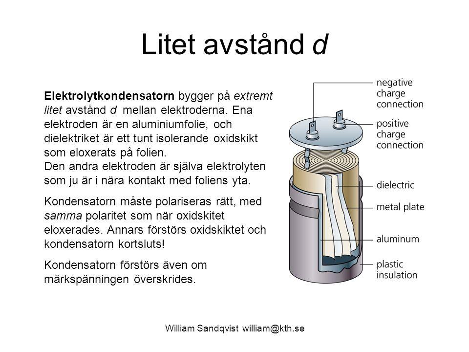 William Sandqvist william@kth.se Litet avstånd d Elektrolytkondensatorn bygger på extremt litet avstånd d mellan elektroderna. Ena elektroden är en al