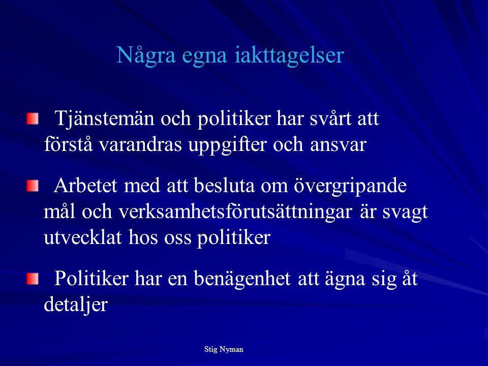 Tjänstemän och politiker har svårt att förstå varandras uppgifter och ansvar Arbetet med att besluta om övergripande mål och verksamhetsförutsättningar är svagt utvecklat hos oss politiker Politiker har en benägenhet att ägna sig åt detaljer Några egna iakttagelser Stig Nyman