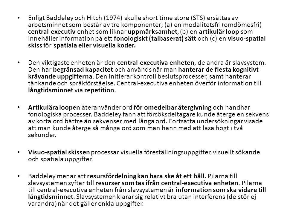 Enligt Baddeley och Hitch (1974) skulle short time store (STS) ersättas av arbetsminnet som består av tre komponenter; (a) en modalitetsfri (omdömesfr
