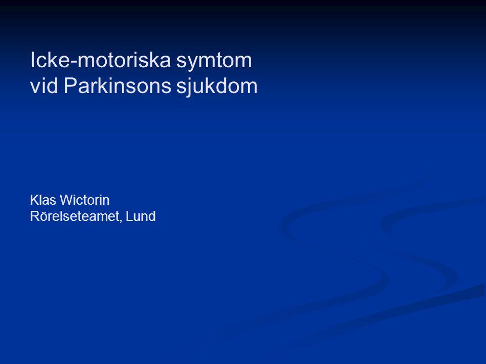 Förändringar i hjärnan vid Parkinson Framför allt dopaminsystemet Framför allt dopaminsystemet Även andra system påverkade: Även andra system påverkade: Hjärna och ryggmärg Hjärna och ryggmärg Serotonin- och noradrenalinsystemen Serotonin- och noradrenalinsystemen Kolinerga system Kolinerga system Autonoma nervsystemet Autonoma nervsystemet Ganglier längs ryggmärgen Ganglier längs ryggmärgen Nervceller nere i mag-tarmkanalen Nervceller nere i mag-tarmkanalen