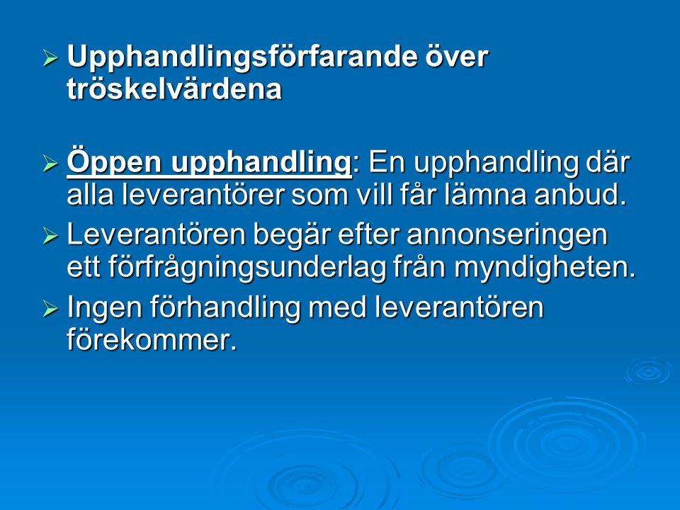  Upphandlingsförfarande över tröskelvärdena  Öppen upphandling: En upphandling där alla leverantörer som vill får lämna anbud.  Leverantören begär