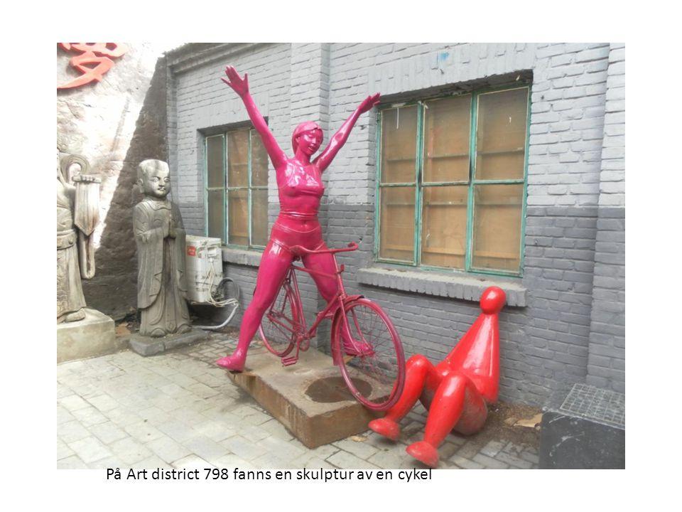 På Art district 798 fanns en skulptur av en cykel