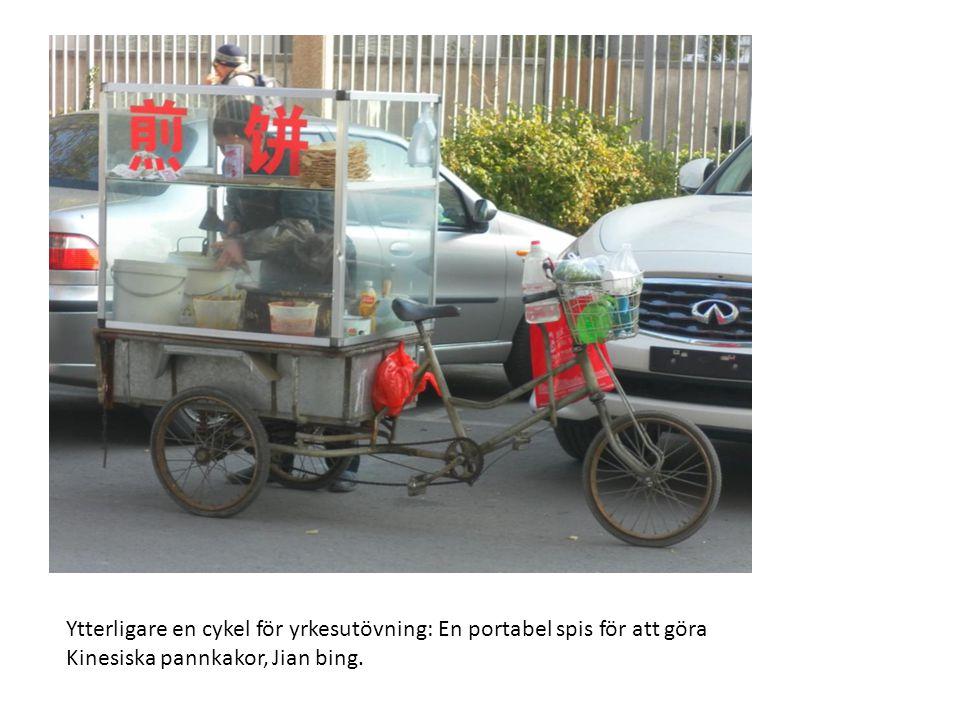 Ytterligare en cykel för yrkesutövning: En portabel spis för att göra Kinesiska pannkakor, Jian bing.