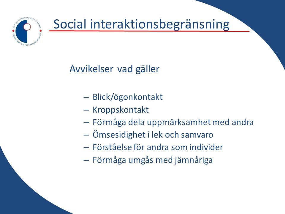 Social interaktionsbegränsning Avvikelser vad gäller – Blick/ögonkontakt – Kroppskontakt – Förmåga dela uppmärksamhet med andra – Ömsesidighet i lek o