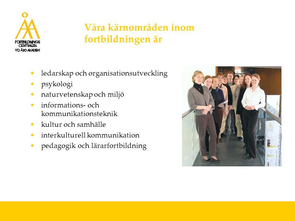 Våra målgrupper inom fortbildningen är akademiskt utbildade och olika yrkesgrupper i behov av professionell utveckling och tilläggsutbildning främst svenskspråkiga inom och utanför de finlandssvenska regionerna Våra största kundgrupper är offentliga sektorns anställda: lärare, kulturarbetare, bibliotekarier företag och organisationer kommuner och myndigheter
